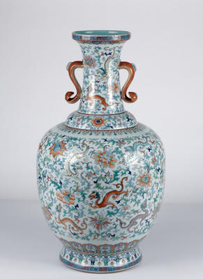 Vase with dragons