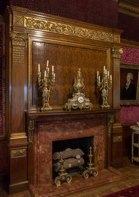 Mantle Garniture